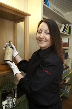 Georgie Crawford securing the 1911 bottle