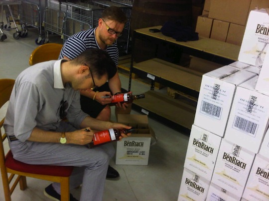 Caskstrength.net - Neil & Joel Signing Bottles